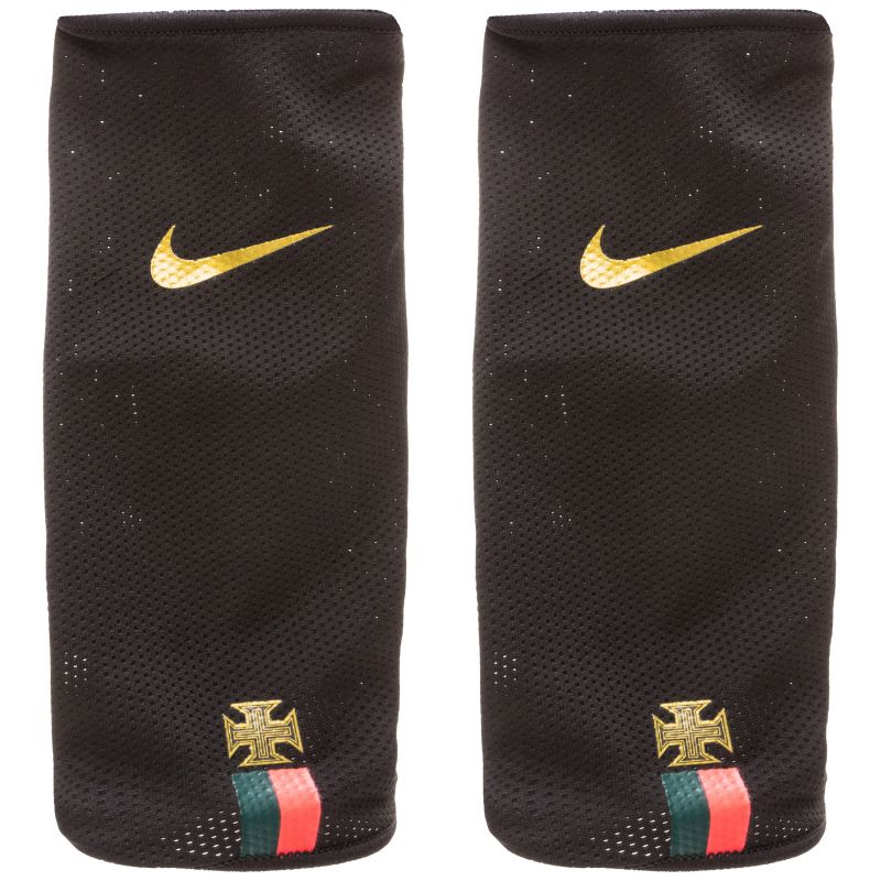 d6d3c2fa19566 Futbalové chrániče Nike CR7 + darček štucne Gems - AGsport | SK